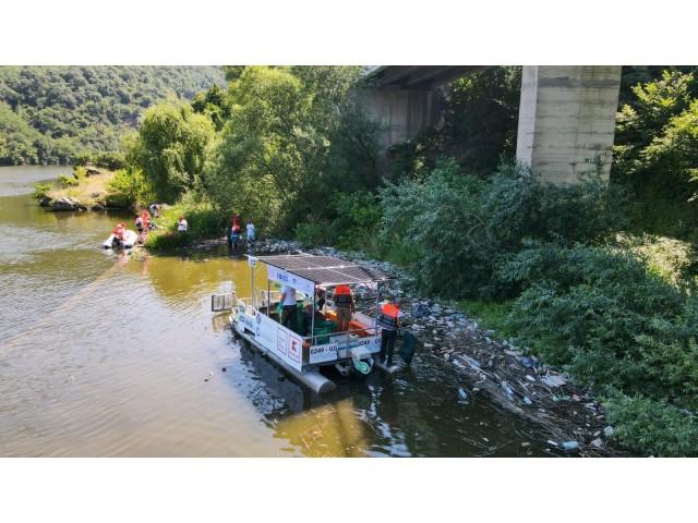 Ebisu, prima ambarcațiune de colectare a deșeurilor din Europa, 100% electrică, a ajuns la Orșova