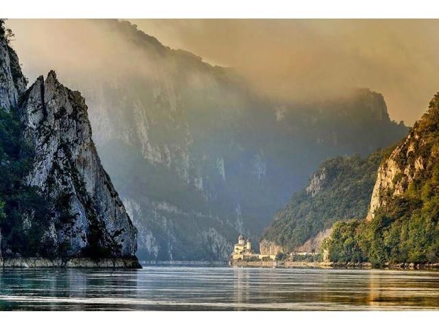 Descoperă Cazanele Dunării și statuia lui Decebal – cea mai înaltă sculptură în munte din Europa